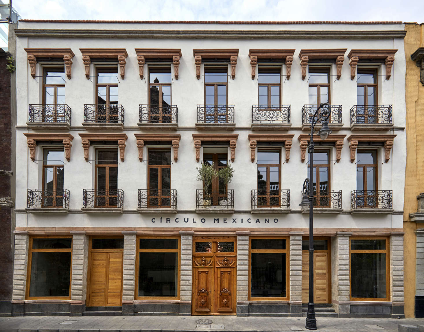 Now home to a modern marketplace beneath the hotel's  rooms, the renovated façade provides a modern update on the building's th-century design.