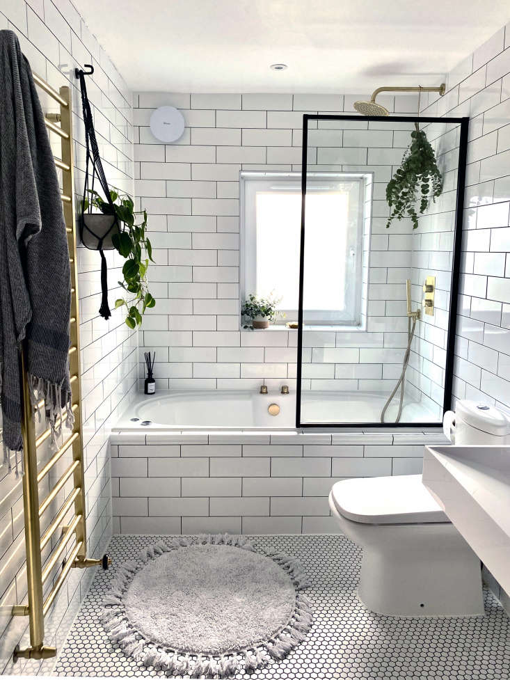 Ferren saved the existing toilet. The wall-hung radiator, a discontinued Arezzo design, doubles as a heated towel rack: &#8