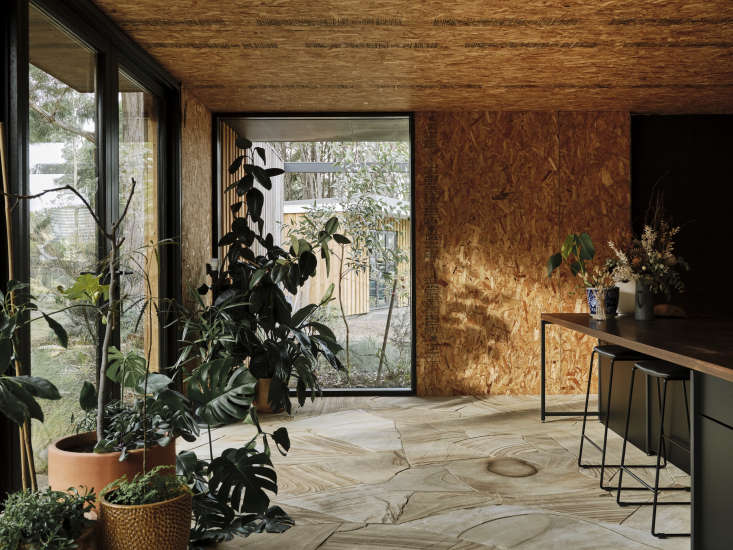 Texture plays the starring role in the decor of the home, most notably in the choice of sandstone for the floor. &#8