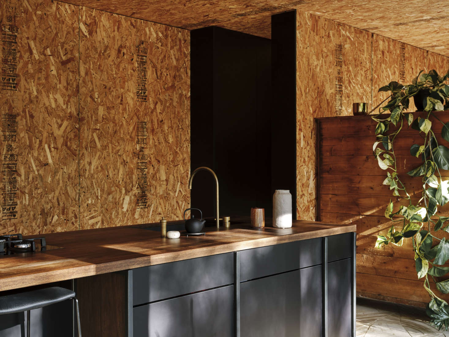 The Cape Barren faucet in raw brass is from a collaboration that Archier did with tapware boutique Wood Melbourne. The partition between kitchen and bedroom also acts as storage space: &#8