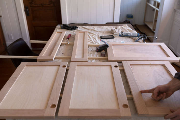 After being cleaned of all sawdust, the sanded cabinet and drawer fronts are arranged atop the Poshusta&#8