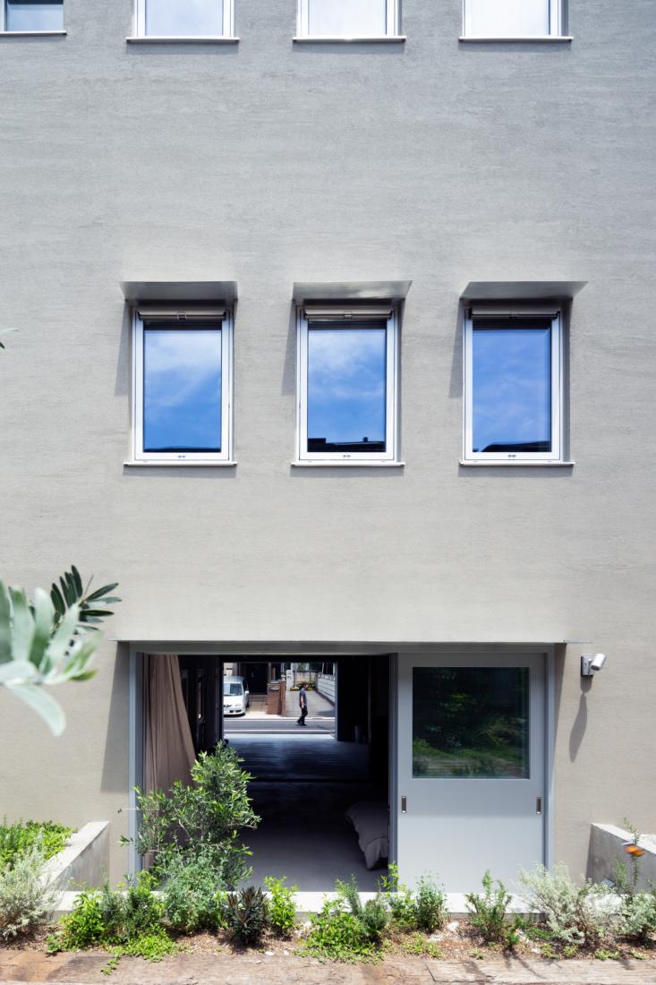 Considered Minimalism Fog Linen Founder Yumiko Sekine at Home in Tokyo portrait 3_31