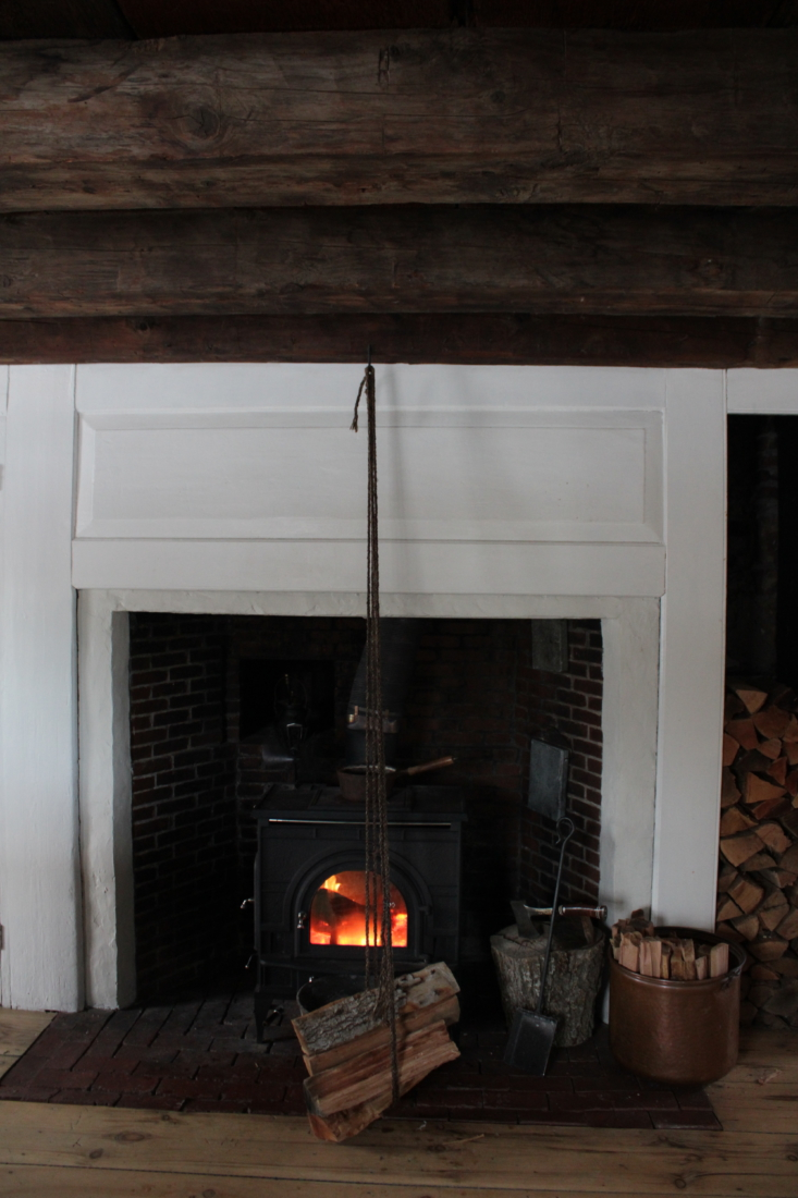 &#8\2\20;we dried the rope in front of the fire, weighing down the ends wit 12
