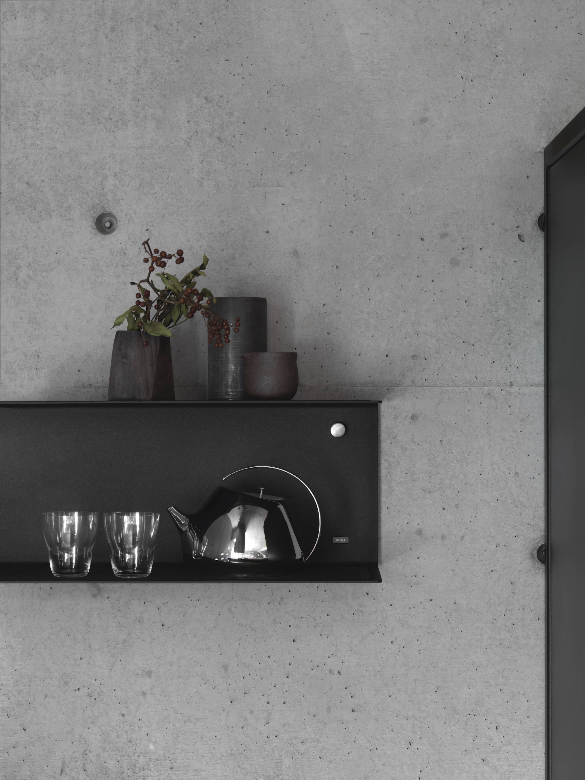 A detail of the wall-mounted Vipp shelf, which can be easily repositioned if necessary.