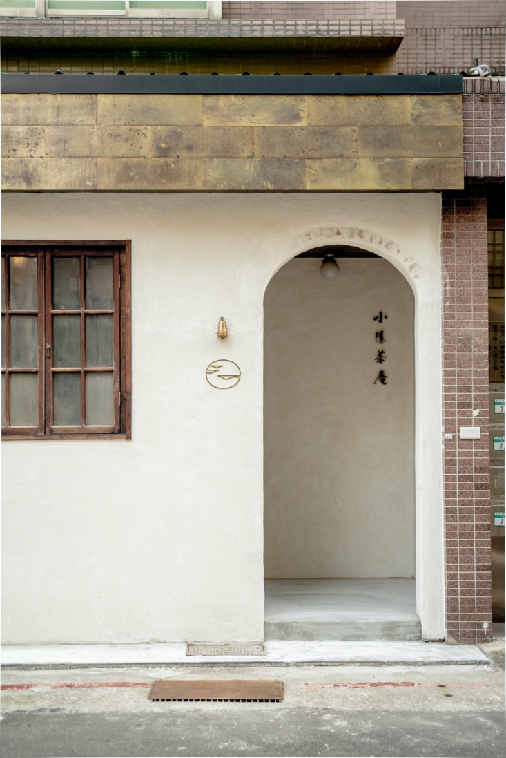 The tea house is on the ground floor of an apartment building. The façade was given &#8