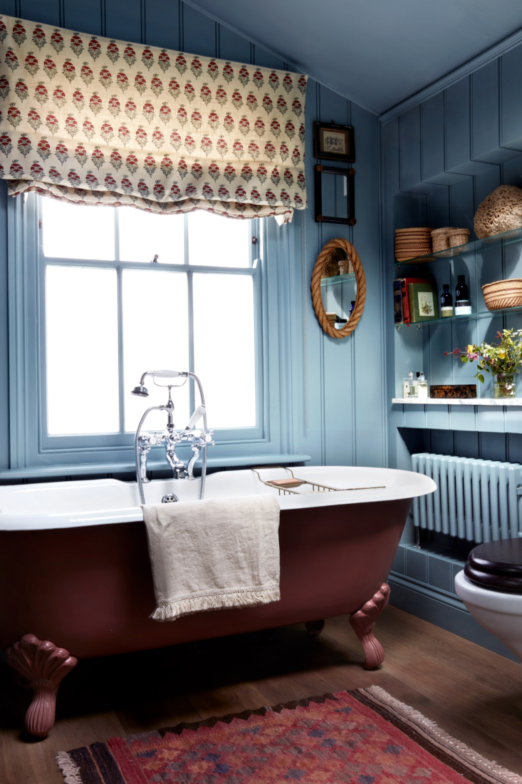 The blue on the walls, ceiling, and radiator is Gravel Pit from Dulux, and the tub—from Aston Matthews—is painted a &#8
