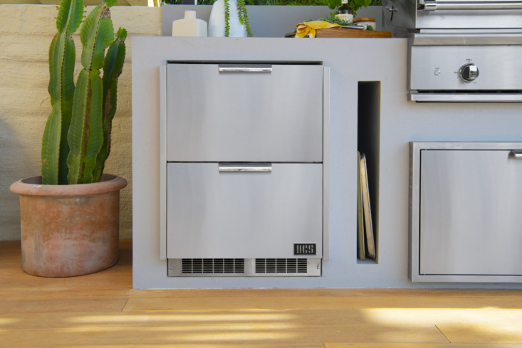 A set of stainless steel S Outdoor Refrigerator Drawers features two stacked drawers that can be used for food or beverages so you never have to venture inside for ingredients or a cold drink. The design features rapid cool-down technology, precise temperature stability, and ample interior space (5 cubic feet).
