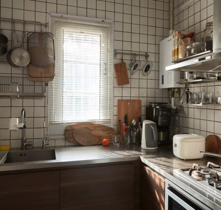 Ying modified the kitchen to reflect his minimalist leanings, with practicality in mind.