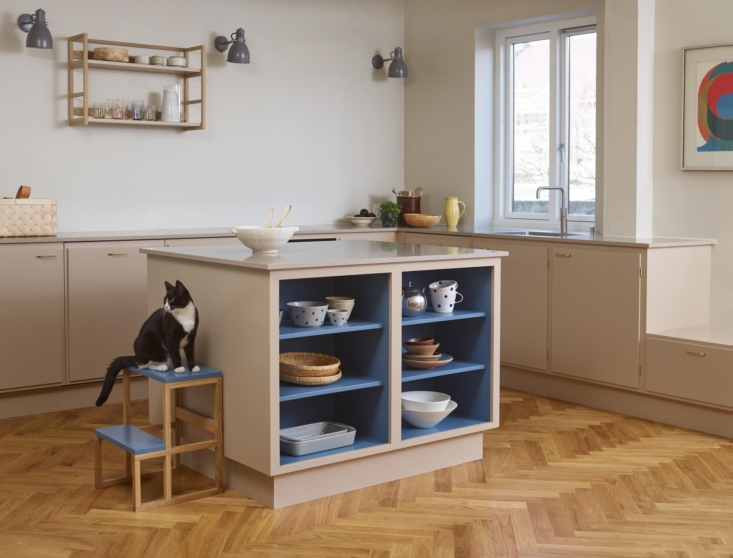 Most Stilleben kitchens are neutral on the outside and festive on the inside. They&#8
