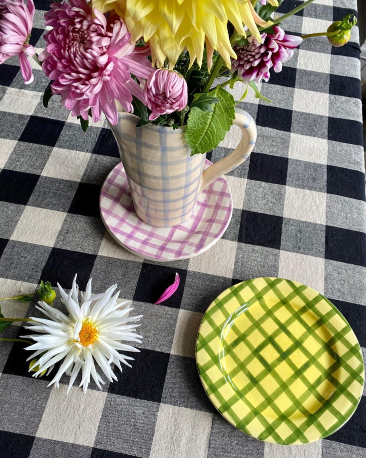 Checkered plates, ready for summer, from the Gingham collection.