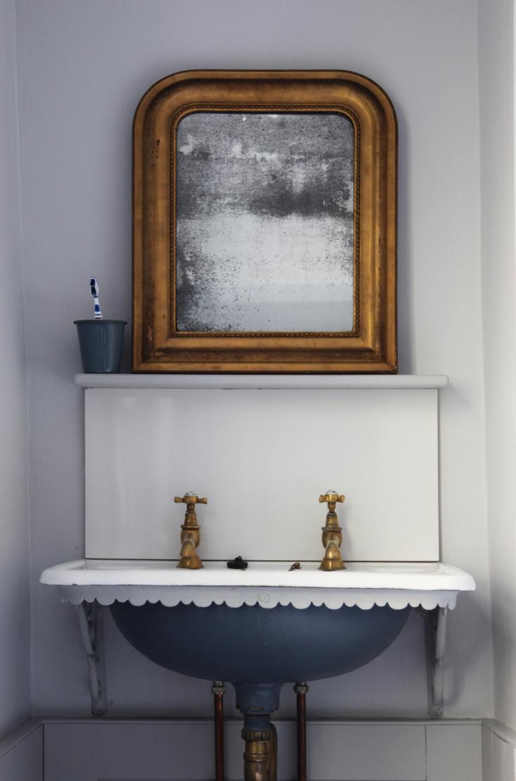 a victorian sink in a bath, england, bathroom design by berdoulat studio. the b 14