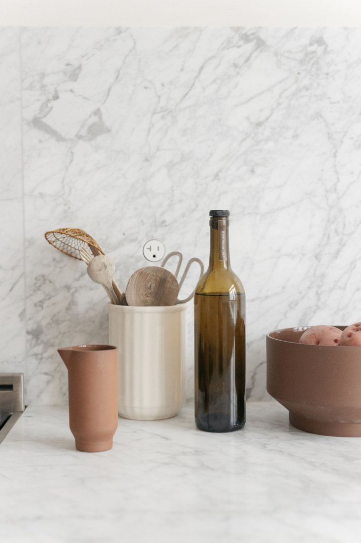 A single flush-mount outlet is a sophisticated match for a marble backsplash.
