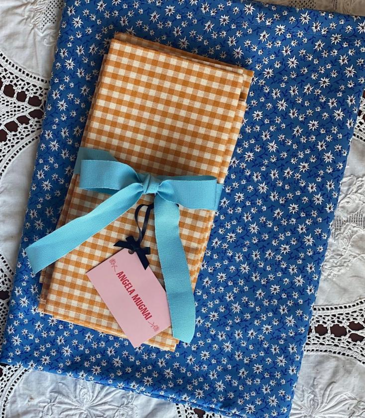 Nos gusta el juego de mantel Edelweiss Turquesa con servilletas de cuadros vichy amarillo mostaza