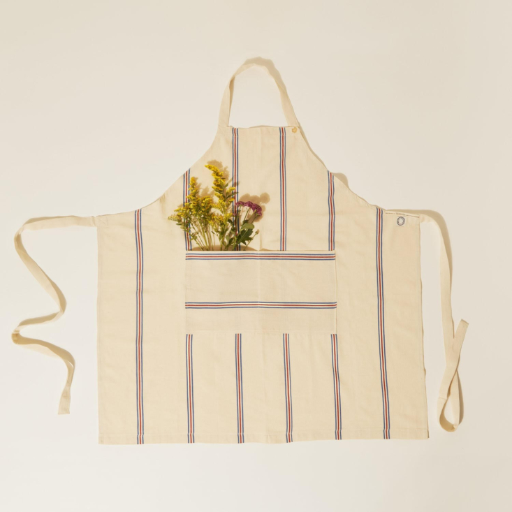 the long apron &#8\2\1\1; ines de la fresange (\$\1\25) is a collaboration  14