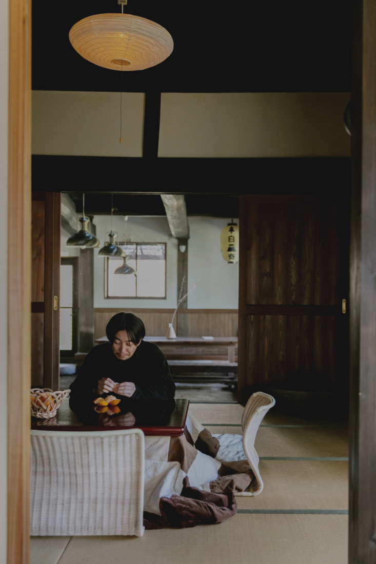 The rattan floor seats were made in Nagaoka, in Niigata prefecture. An Akari lampshade hangs above.