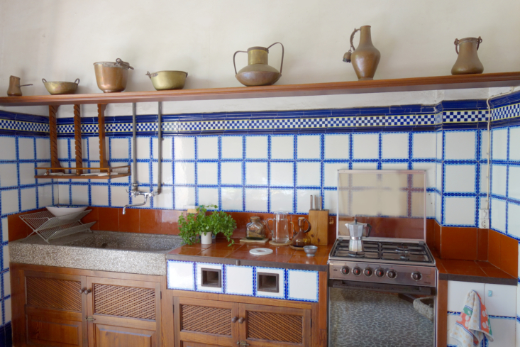 a hanging wooden drying rack hangs above the basin like kitchen sink. 18