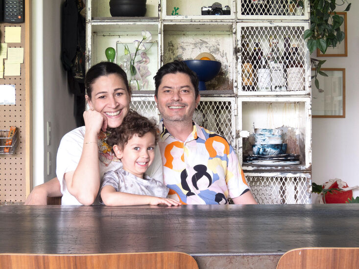 Kitchen of the Week A Mexico City Makeover in Apple Green Libia, Enrique, and Leon, who is almost four. In addition to working with Enrique at Utilitario Mexicano, Libia and a partner run Colorindio, a company specializing in handwoven pillows, tablecloths, and other traditional textiles made by eight Mexican communities.