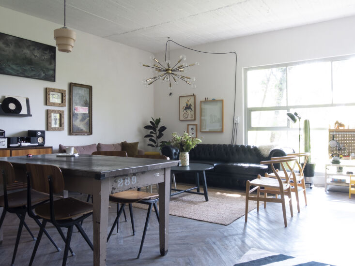 Kitchen of the Week A Mexico City Makeover in Apple Green A view of the living area, including Leon&#8\2\17;s play kitchen. The chairs around the table are Friso Kramer and Wim Rietveld&#8\2\17;s \1950 Result Chair currently in production by Hay.