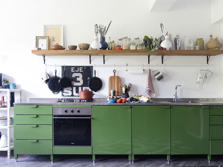 Kitchen of the Week A Mexico City Makeover in Apple Green Libia and Enrique decided they wanted steel cabinets after visiting a Mexico City building where the kitchens were &#8\2\20;the originals from the sixties, all metal and funky colors.&#8\2\2\1; They were excited to find Rallé, a startup working in a similar style, and note that the cabinets can move with them. They made the hanging bar from a metal curtain rod. The cast iron pans are Utilitario Mexicano staples. The stovetop and oven are by Teka, and the Luxo style clamp lights are the Lampara Para Restirador Ajustable from American Lighting.