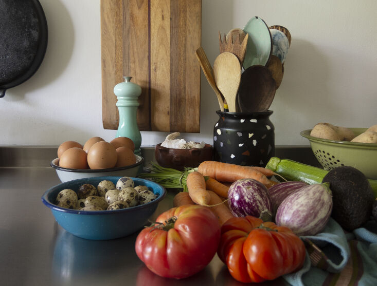 Kitchen of the Week A Mexico City Makeover in Apple Green On the counter, a Le Creuset pepper mill and sampling of Utilitario Mexicano&#8\2\17;s enamelware collection. A Utilitario Mexicano Pepita Pot serves as a utensil jar.