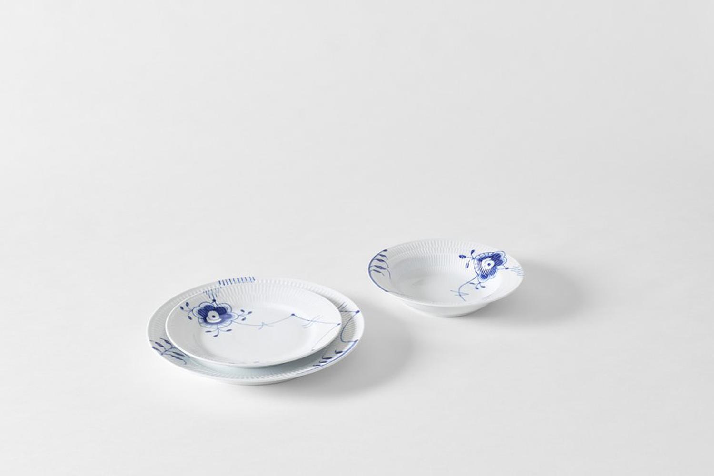 for an alternate tableware option, the royal copenhagen blue fluted mega collec 22