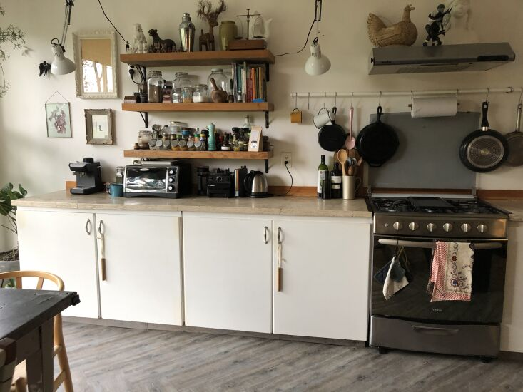Kitchen of the Week A Mexico City Makeover in Apple Green The apartment&#8\2\17;s existing cabinets were brown Formica that the couple painted white. &#8\2\20;Basically, we moved the old kitchen and reused it for six years before moving on.&#8\2\2\1; Follow Utilitario Mexicano @utilitariomexicano.