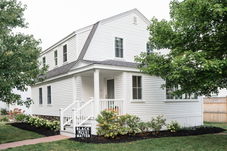 A Petite 1901 House in Concord MA Redone by a Former Magazine Creative The house&#8\2\17;s newly neat exterior. &#8\2\20;The siding was faded yellow aluminum, now replaced with clapboard,&#8\2\2\1; Nikki says.