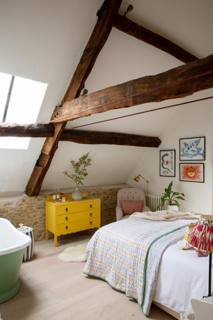 a bedroom in the \1\2th century forge, with exposed beams, bright doses of colo 20