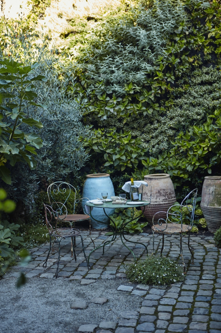 ochre solenne de la fouchard london garden 4