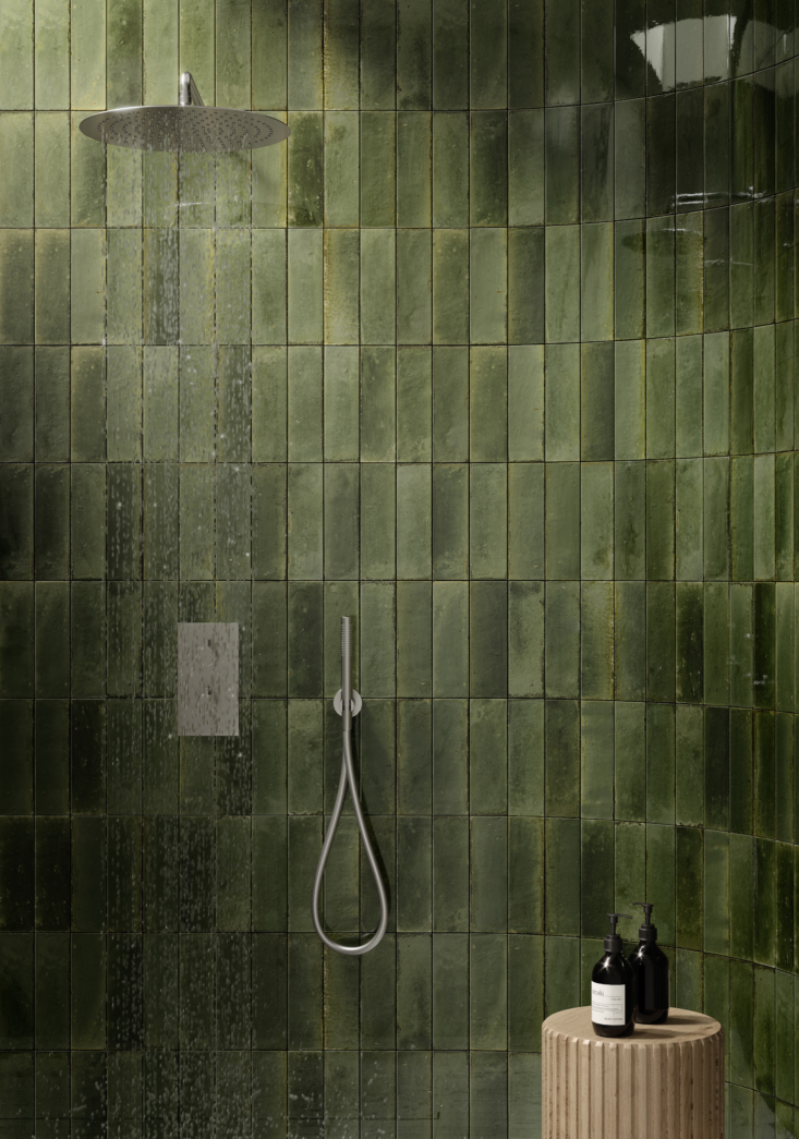 suitable even for the shower: monochrome look tiles in the forest green oliva c 17