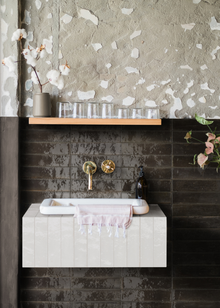 look tiles in nero (black, on the backsplash) and bianco (white, on the sink su 12