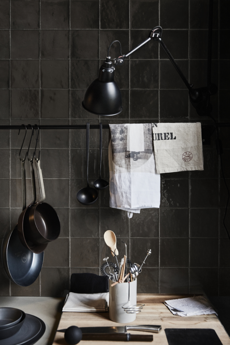 ceramic mélange tiles are best for use on walls, as in this darkly dramatic ba 14