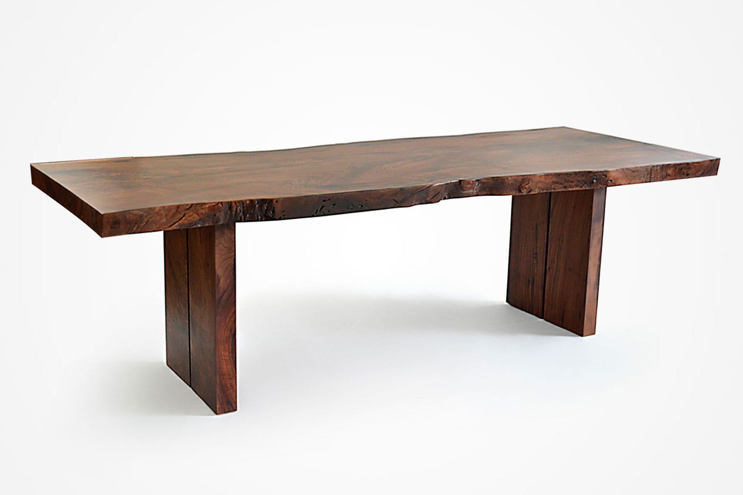 the live edge dining table in the chef&#8\2\17;s kitchen at mãos is the bd 14