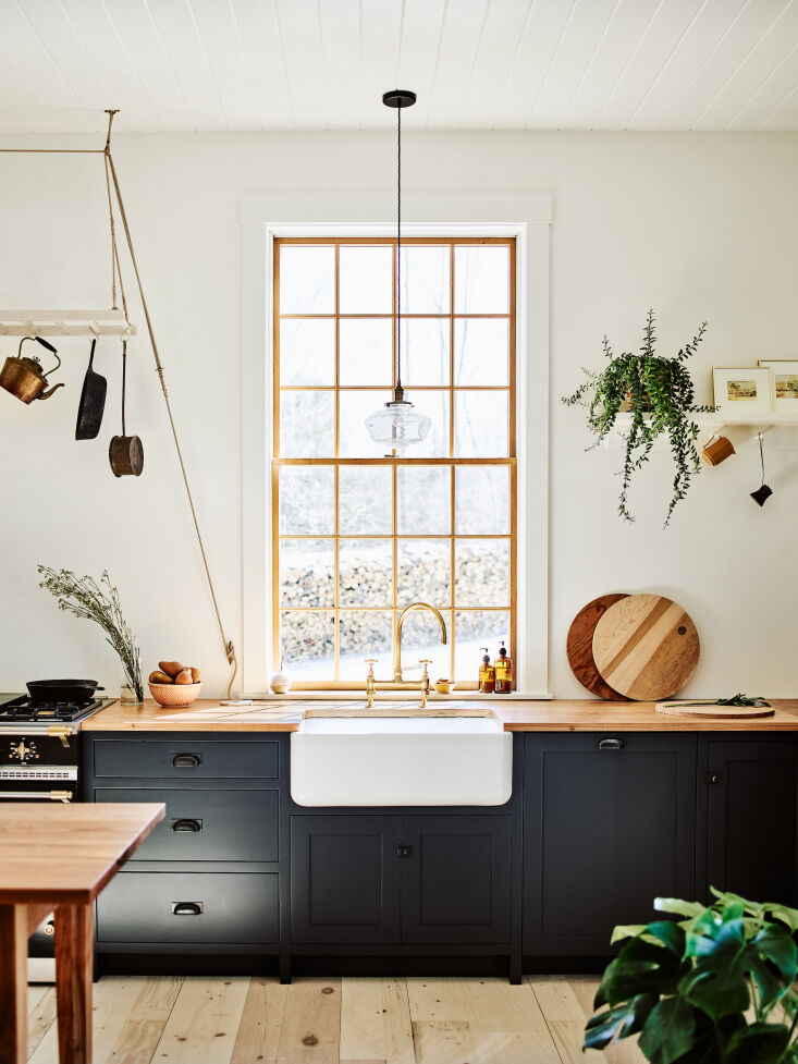 the sink is english fireclay by shaws, and the faucet is by barber wilsons. &am 11