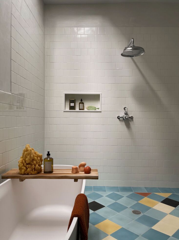 the family bath&#8\2\17;s harlequin floor was inspired by some of picasso&a 24