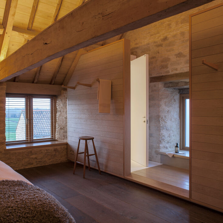 a peek at the lofted bedroom, where the same materials palette continues. 15