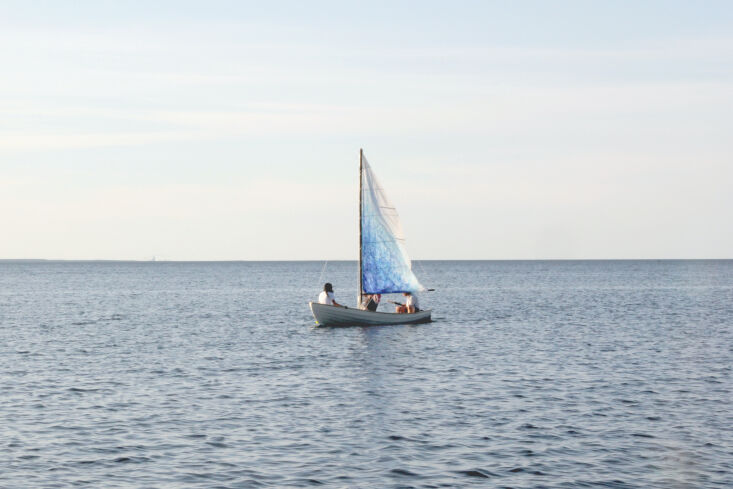 the doh sailboat&#8\2\17;s canvas sail was tinted by &#8\2\20;melting w 10