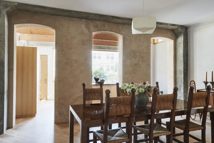 the dining room overlooks the kitchen located in the extension. here, the archi 12