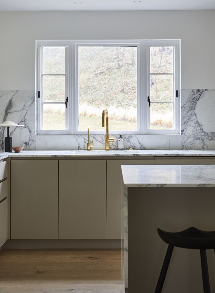 &#8\2\20;the calacatta vagli stone was the biggest investment here (natural 10