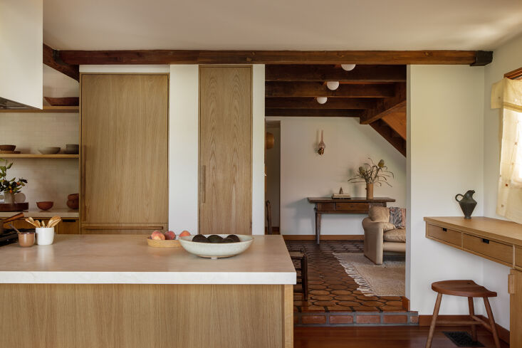 into the redone kitchen, with oak millwork by la based eb joinery. 12