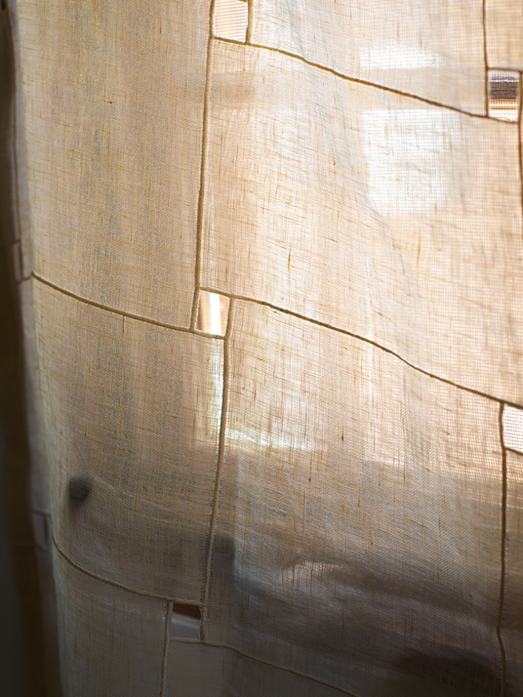 window in tamar barnoon topanga house, photo by laure joliet 17