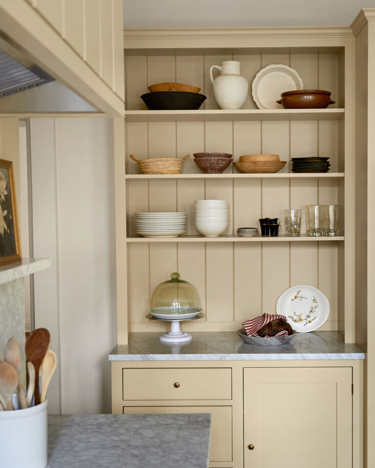 a hutch like built in lends itself to the modern old fashioned style of the roo 13