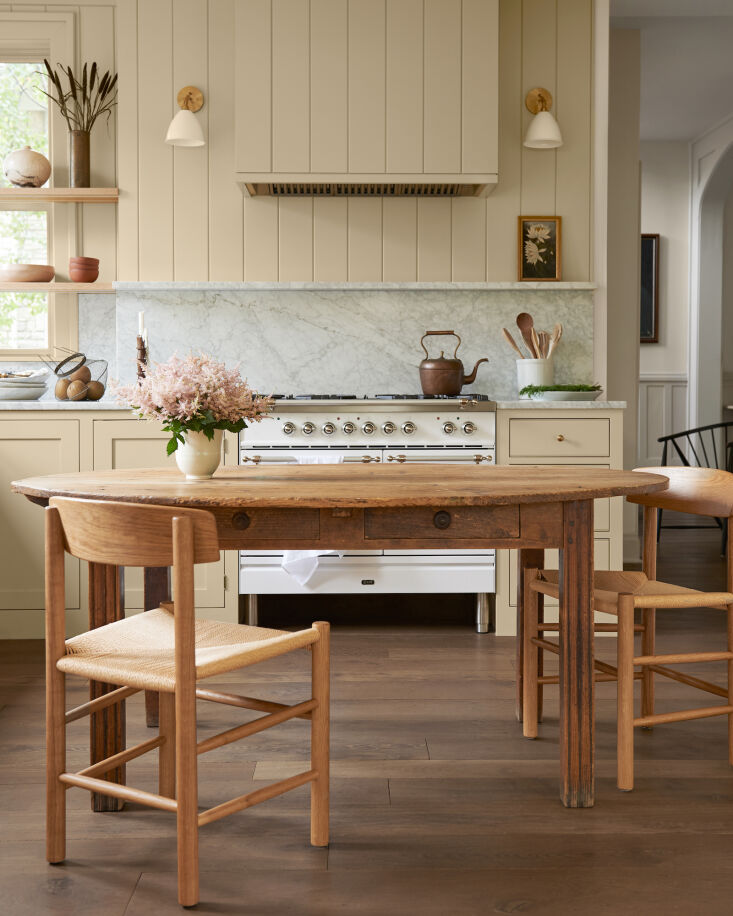 &#8\2\20;we placed our kitchen table in the center of the kitchen, in the s 9