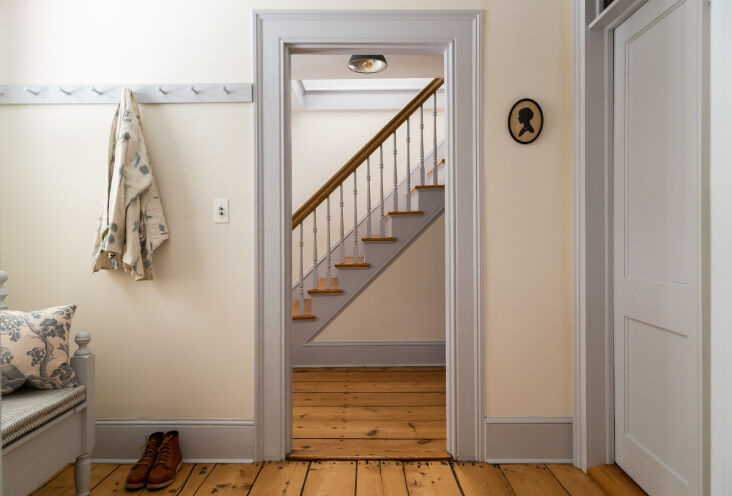 the mudroom has doses of dove grey, with a painted shaker peg rail and an antiq 14