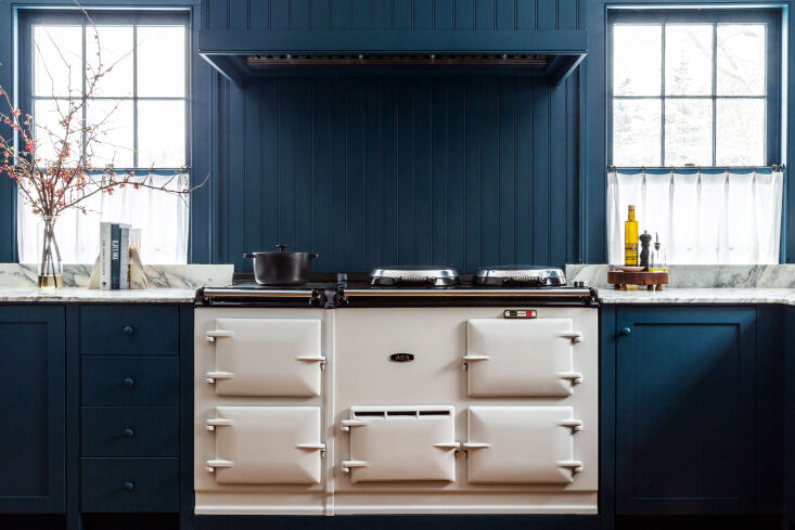 the couple sourced a secondhand white aga as the centerpiece of the cookspace. 11