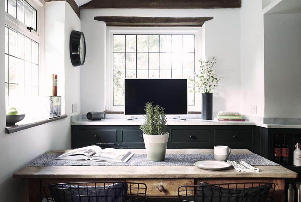Thatched Cottage Kitchen 07